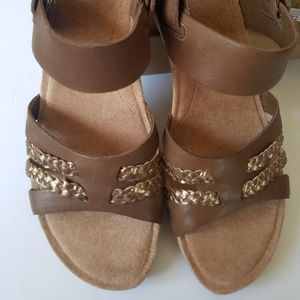 UGG wedge Sandals tan with gold trim size 8